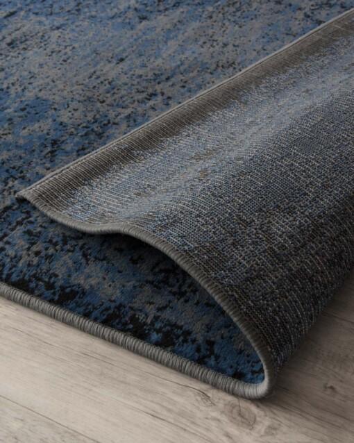 vintage vloerkleed pixel grey jeans close-up 2