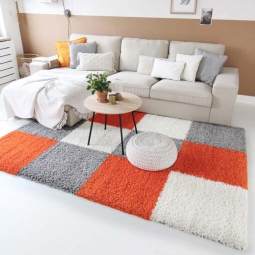 Hoogpolig vloerkleed oranje blokken voorkant 2