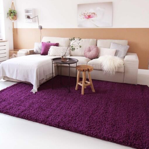 Hoogpolig vloerkleed paars voorkant 2