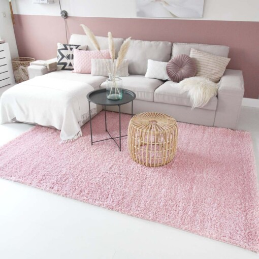Hoogpolig vloerkleed roze voorkant 2