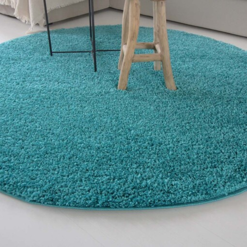 Hoogpolig vloerkleed turquoise rond close up